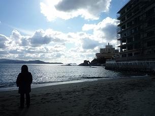 浜辺にジャン妻佇む.jpg